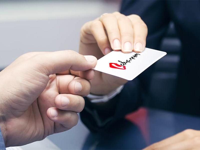 вручение визитки